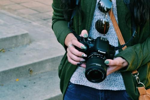 Camera Reflex camera Photographer Equipment Lens Man Photographic equipment Mask - Free Photo 1