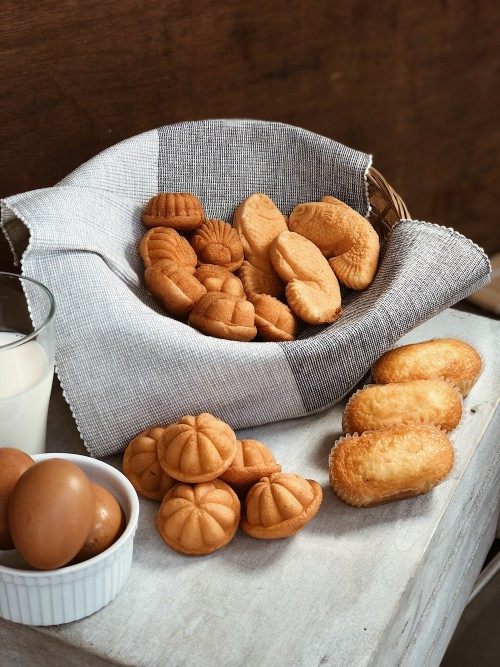 Food Breakfast Bread Nut Meal Brown Seed Snack Bakery Healthy - Free Photo 1